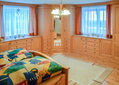 Schlafzimmer Massivholz Maßanfertigung