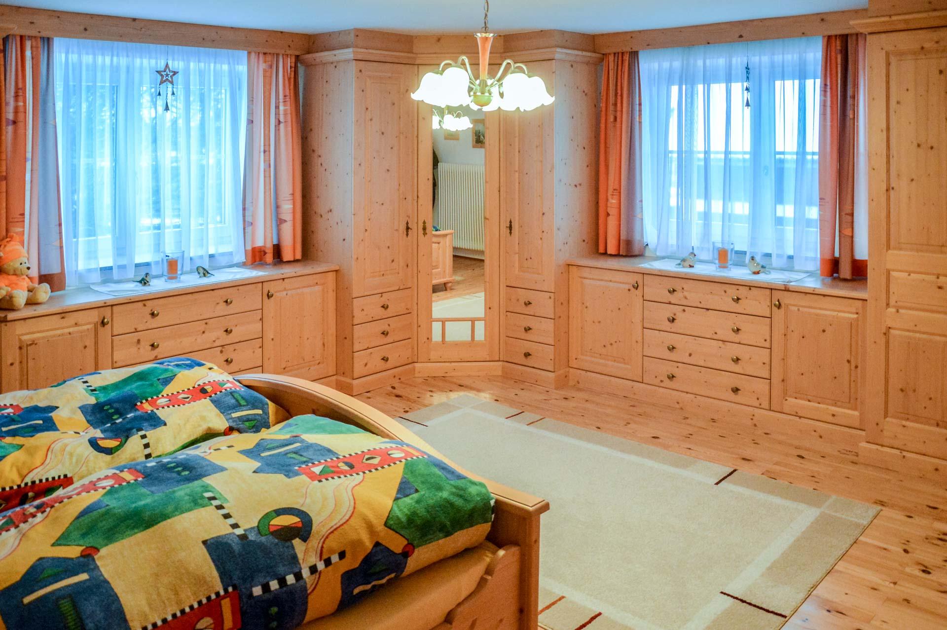 Galerie kletzl einrichtung for Schlafzimmer massivholz
